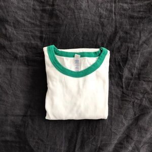Tops - NWOT white t-shirt with green piping L